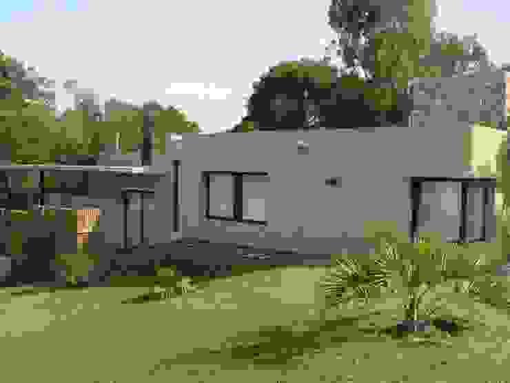 Nowoczesne domy od Arquitecto Oscar Alvarez Nowoczesny