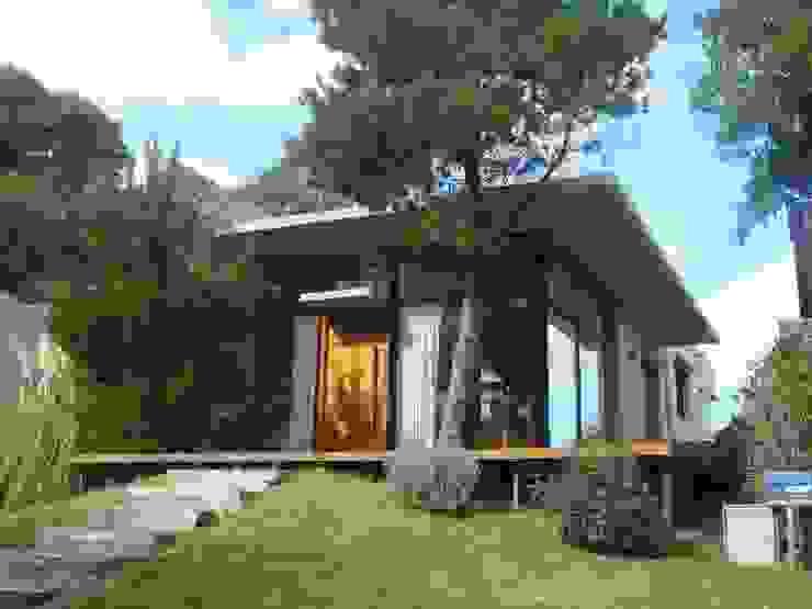 Casas  por Arquitecto Oscar Alvarez, Moderno