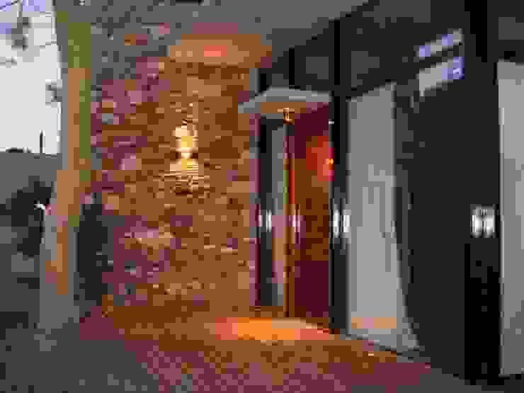 Nowoczesne okna i drzwi od Arquitecto Oscar Alvarez Nowoczesny