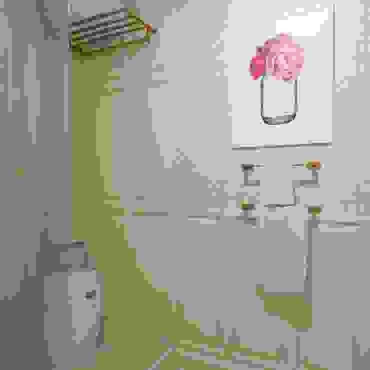 Неоклассика Baños de estilo clásico de Interiorbox Clásico