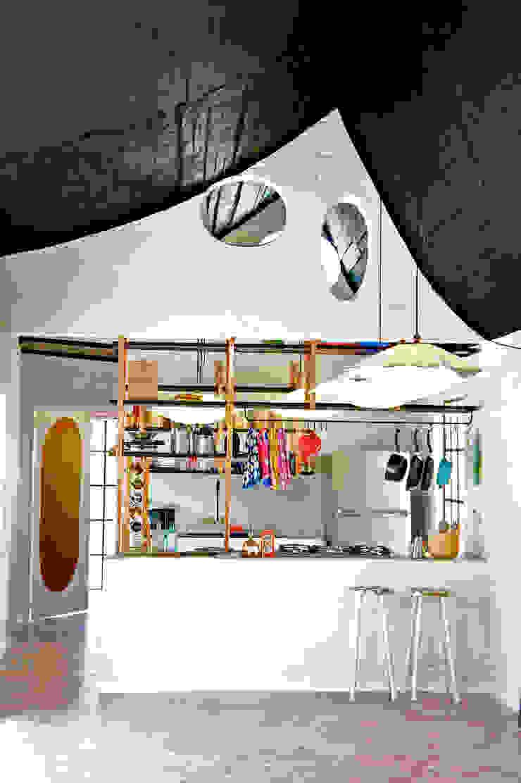 Modern dining room by Juan Carlos Loyo Arquitectura Modern