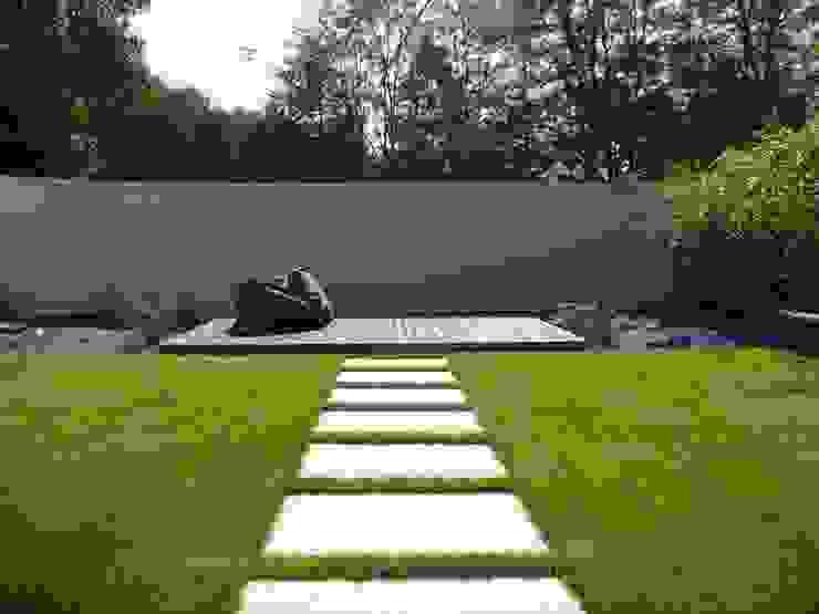 BEGRÜNDER Modern style gardens