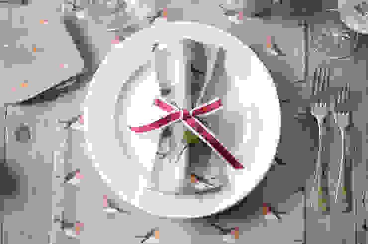 Robin & Mistletoe Christmas collection od homify Wiejski Bawełna Czerwony