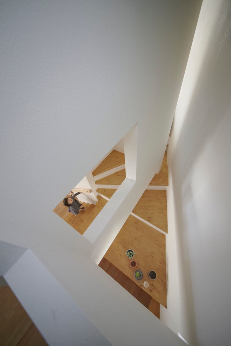 House in Aoba ห้องโถงทางเดินและบันไดสมัยใหม่ โดย シキナミカズヤ建築研究所 โมเดิร์น