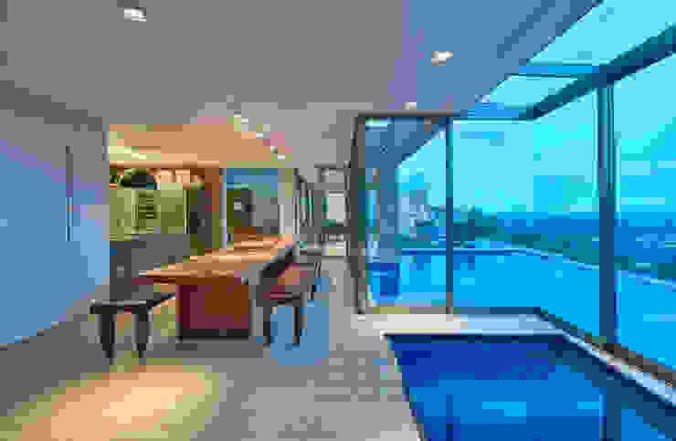 Casa Riviera Salas de jantar modernas por Márcia Carvalhaes Arquitetura LTDA. Moderno