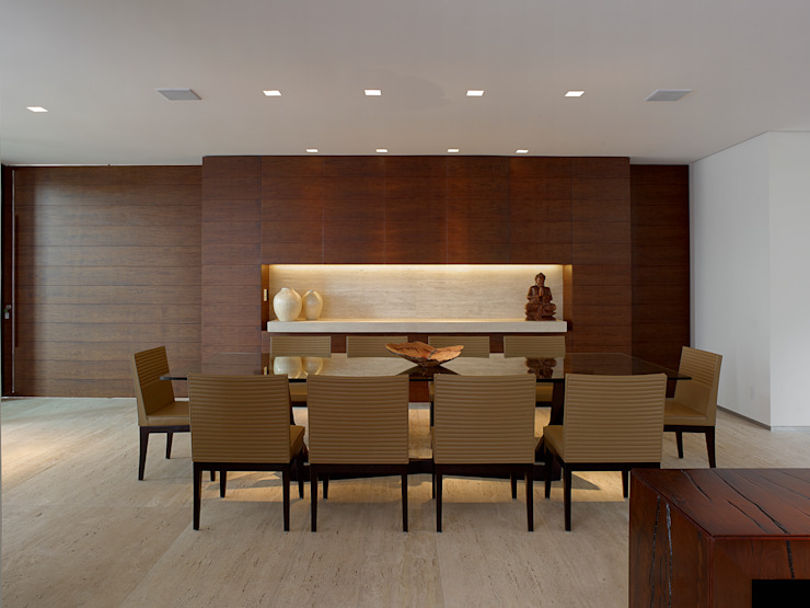 Dining room by Márcia Carvalhaes Arquitetura LTDA.