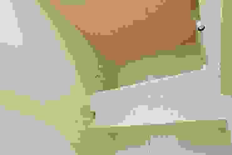 熱海・伊豆山の家 モダンデザインの リビング の 川口孝男建築設計事務所 モダン 木 木目調