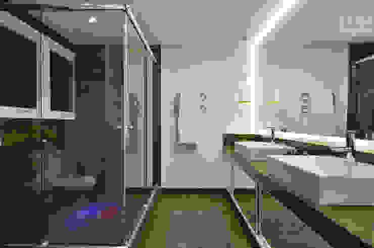 Apartamento EL Banheiros modernos por Tamara Rodriguez Aquitetura Moderno