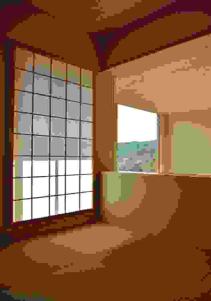 熱海・伊豆山の家 ミニマルデザインの リビング の 川口孝男建築設計事務所 ミニマル 木 木目調