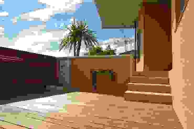 熱海・伊豆山の家 地中海風 庭 の 川口孝男建築設計事務所 地中海 木 木目調