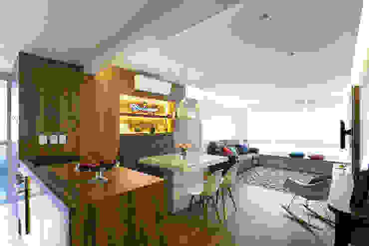 Столовая комната в стиле модерн от homify Модерн МДФ