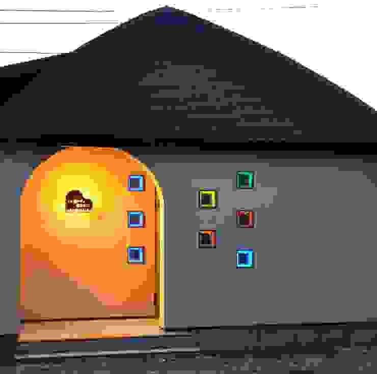 (有)岳建築設計 Eclectic style houses Glass Beige