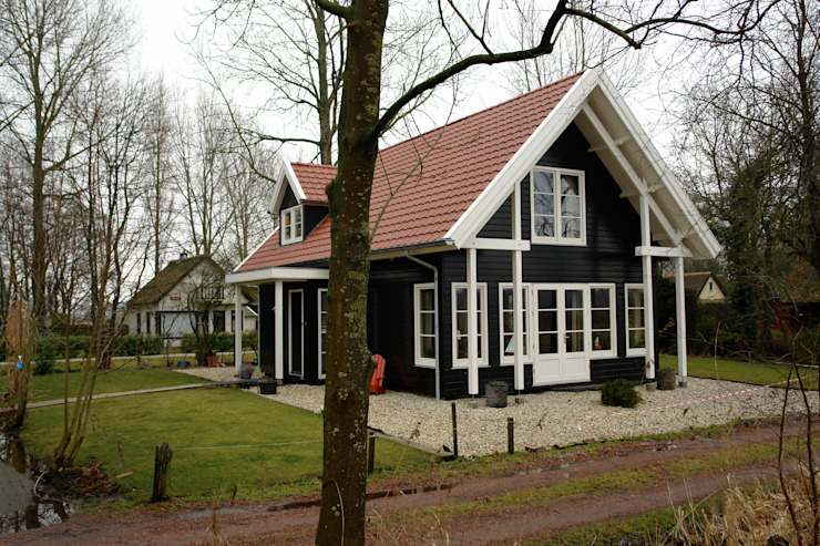 ScanaBouw BV Country style house