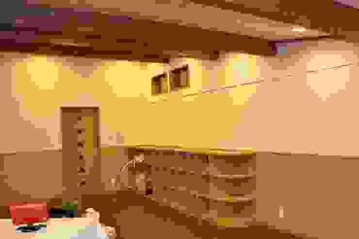(有)岳建築設計 Eclectic style media rooms
