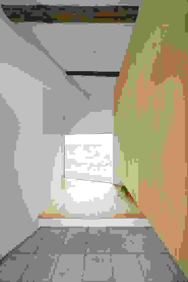 house-UT モダンスタイルの 玄関&廊下&階段 の 創右衛門一級建築士事務所 モダン 木 木目調