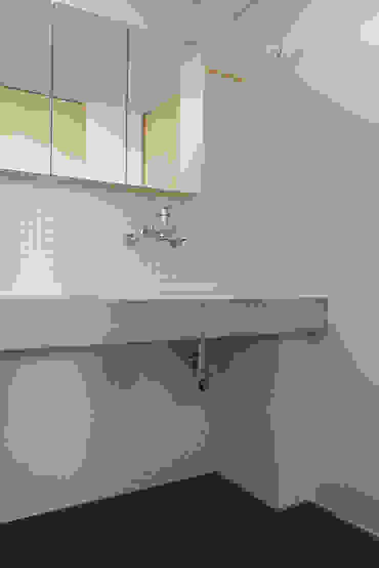 house-UT モダンスタイルの お風呂 の 創右衛門一級建築士事務所 モダン タイル