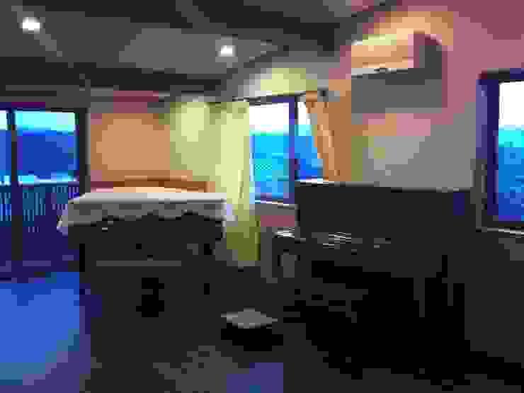 (有)岳建築設計 Eclectic style study/office
