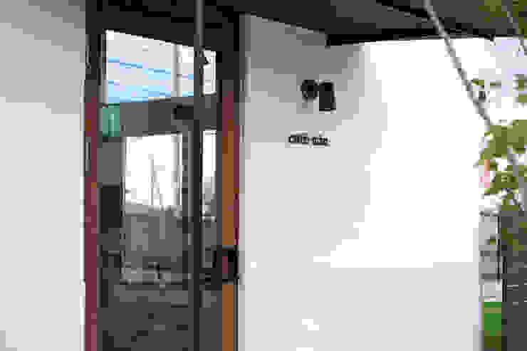 cafe miu モダンな 家 の 創右衛門一級建築士事務所 モダン タイル