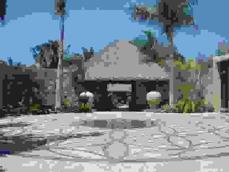 Casa Siete Paredes y pisos de estilo tropical de BR ARQUITECTOS Tropical