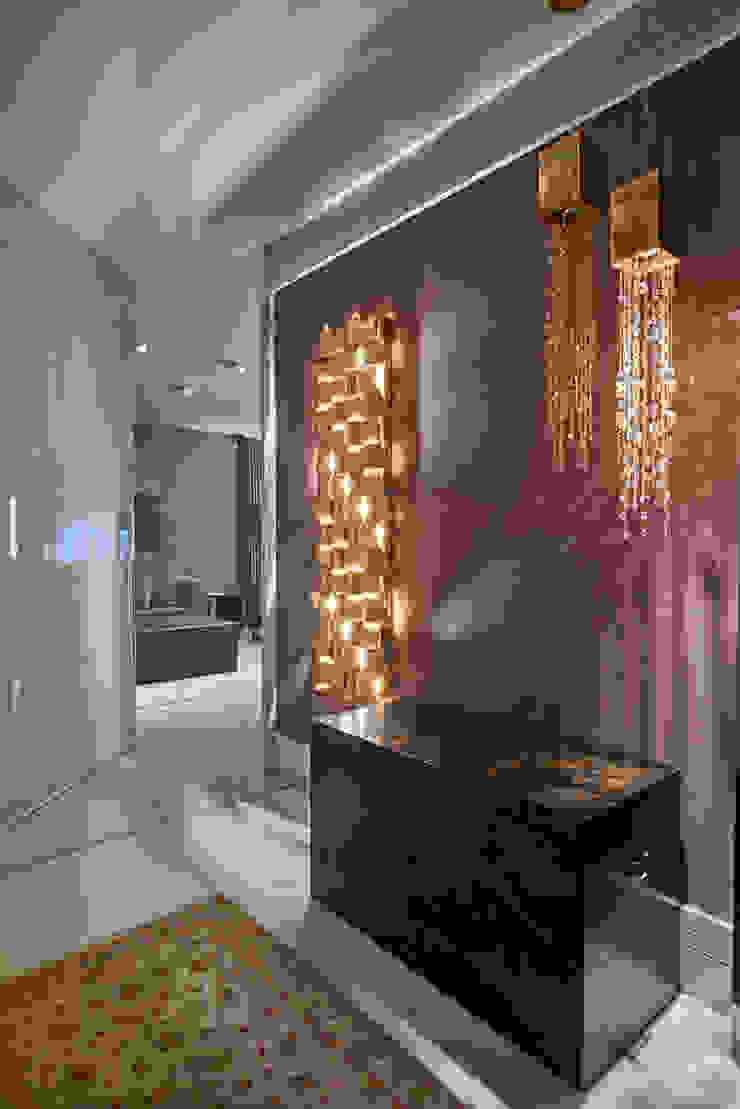 Modern corridor, hallway & stairs by Isabela Canaan Arquitetos e Associados Modern