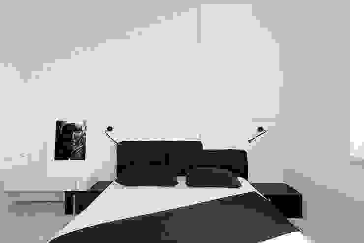 Minimalist bedroom by Olga Kravchuta design Minimalist