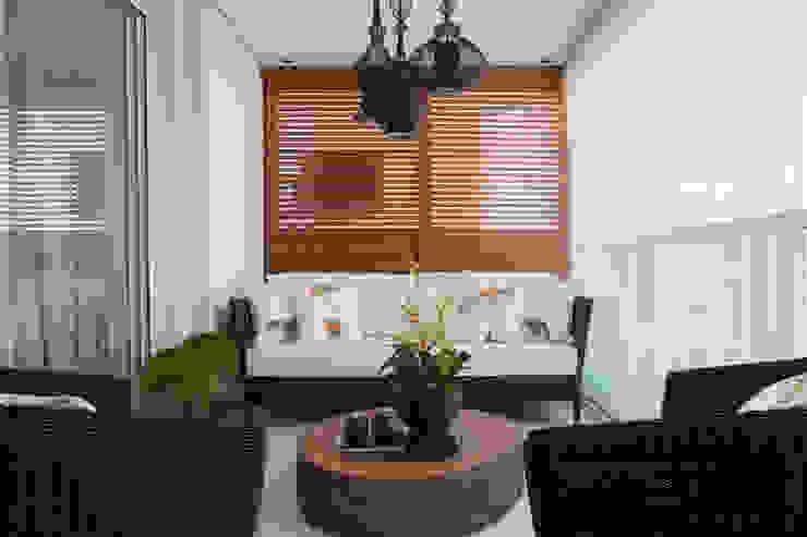 Decoração de Interiores - Projeto Residencial - Bairro Campo Belo - SP Varandas, alpendres e terraços modernos por Silvia Romanholi Design de Interiores Moderno