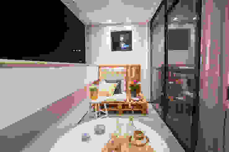 FLAT B&C Varandas, alpendres e terraços modernos por Casa2640 Moderno
