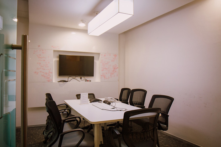 Meering room Modern study/office by Kreeativ design studio Modern MDF