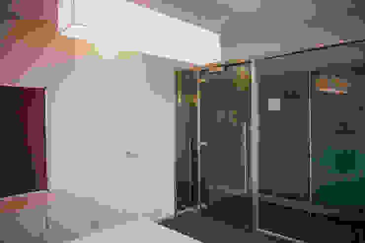 hCentive Technology Modern study/office by Kreeativ design studio Modern Glass