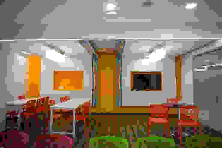 cafetaria Modern study/office by Kreeativ design studio Modern Engineered Wood Transparent