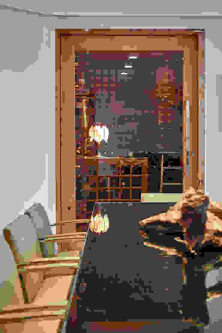 Isabela Canaan Arquitetos e Associados Modern Home Wine Cellar