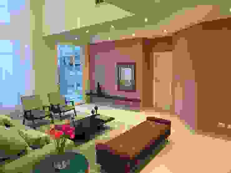 Living room by Barros Campesi Arquitetura,