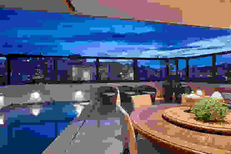 Piscinas de estilo moderno de Isabela Canaan Arquitetos e Associados Moderno
