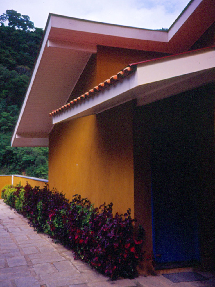 Casa em Itaipava Casas modernas por Andrea Fiorini Arquitetura Moderno