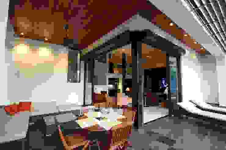 Terraza Balcones y terrazas modernos de ODICSA Moderno Madera Acabado en madera