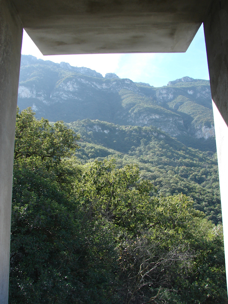 Ventana al jardín Balcones y terrazas modernos de ODICSA Moderno
