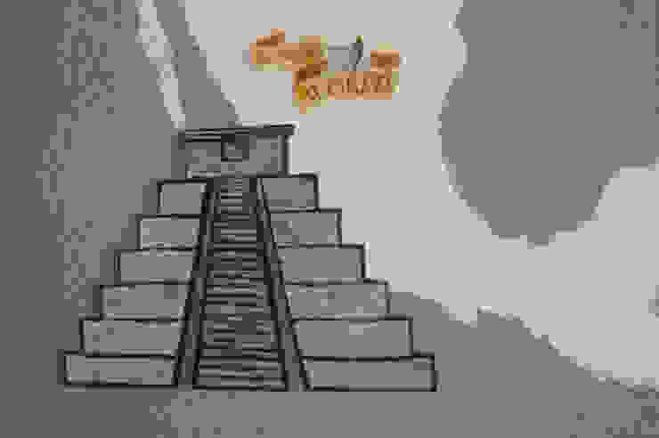 Pirámide con relieve en mapa de LM decoración