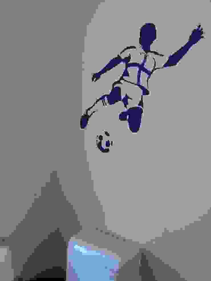 Silueta de niño futbolista 01 de LM decoración