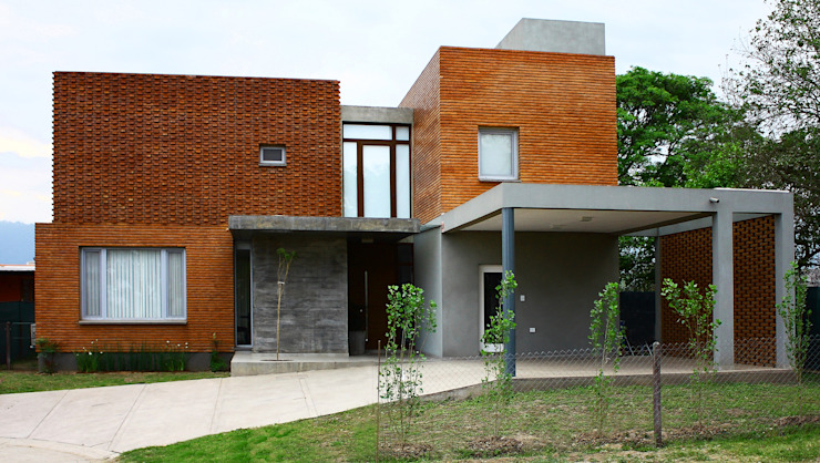 Houses by AGUIRRE+VAZQUEZ, Modern Bricks