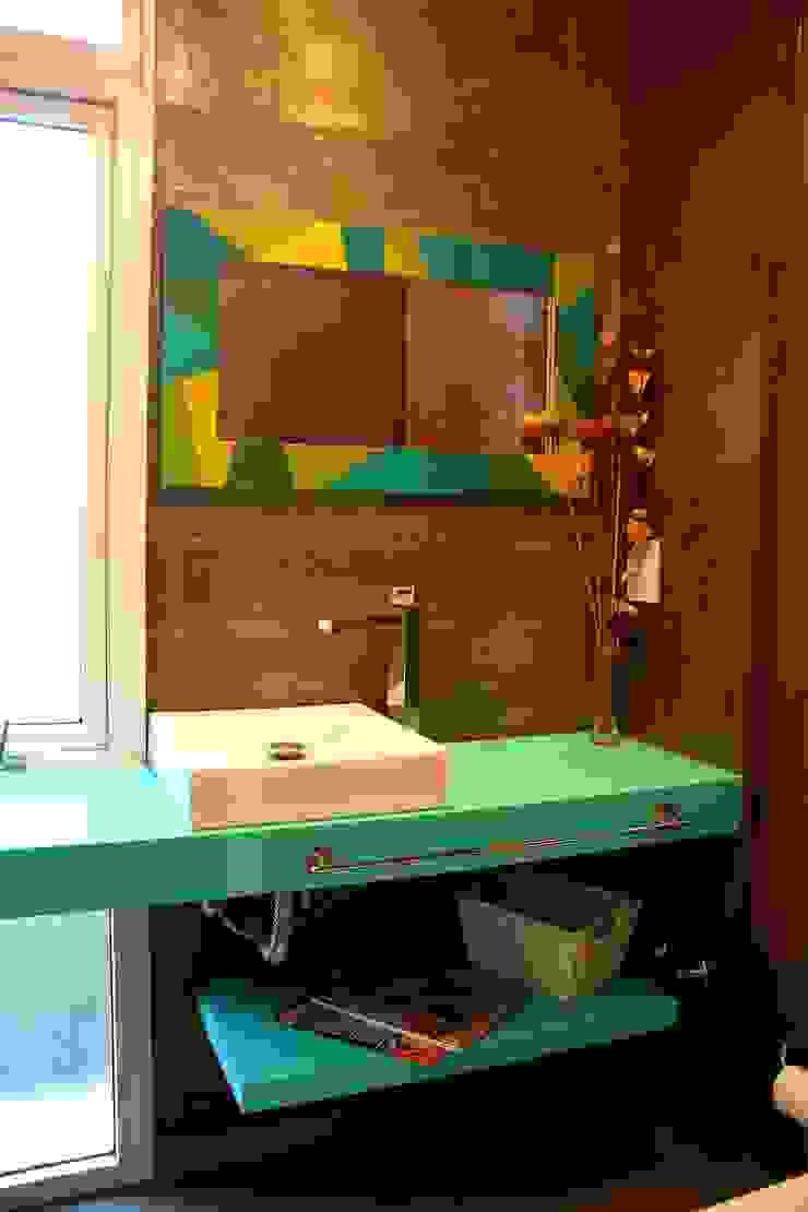 AGUIRRE+VAZQUEZ Modern bathroom