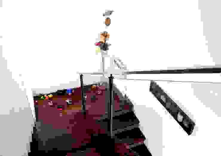 Modern Corridor, Hallway and Staircase by AGUIRRE+VAZQUEZ Modern