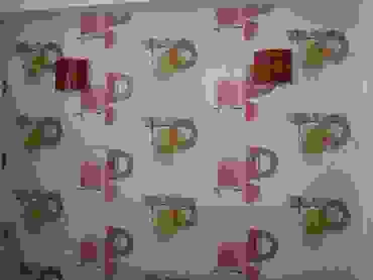 Decor At Door トロピカルスタイルの 寝室