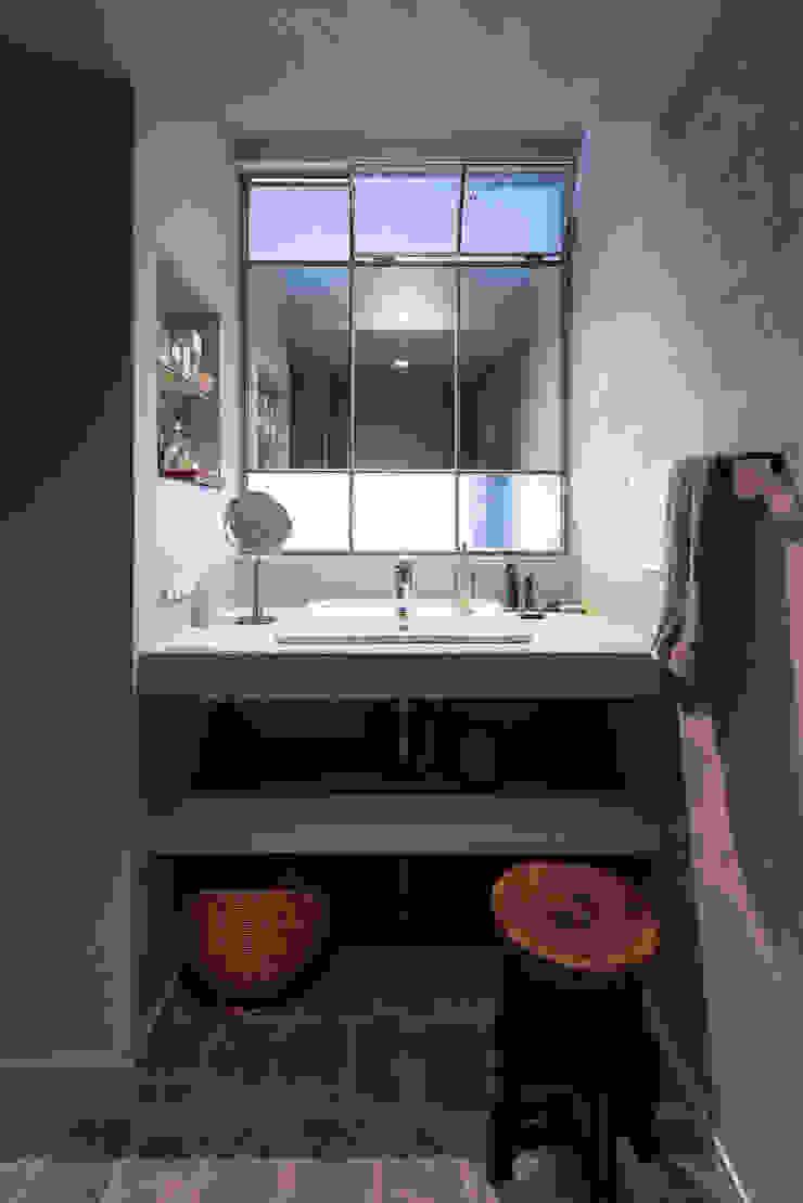 Nobuyoshi Hayashi Modern Bathroom