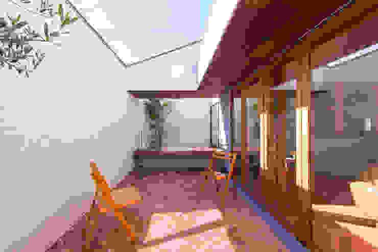 桑名の家 Moderner Balkon, Veranda & Terrasse von Nobuyoshi Hayashi Modern