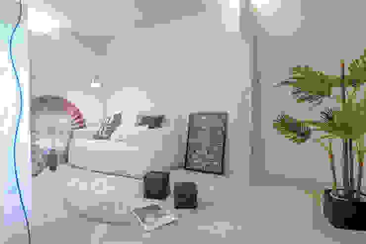 HOME STAGING Soggiorno moderno di Mirna Casadei Home Staging Moderno