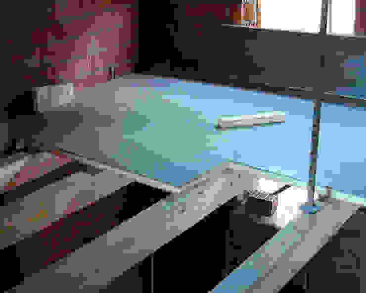 Panel entreplanta de friso abeto con núcleo aislante. panelestudio Paredes y pisos de estilo clásico