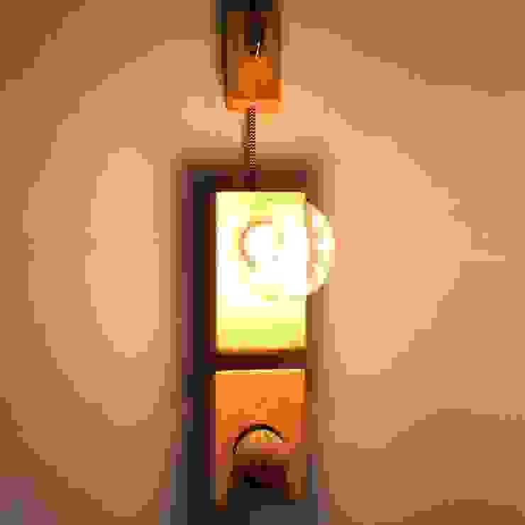Lámparas y macetas de HACHA Moderno