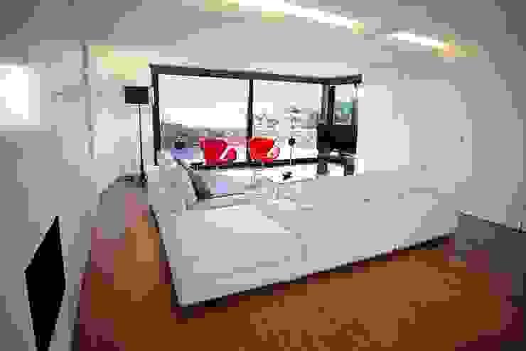 Casa Simas | Sala de estar Salas de estar minimalistas por Conceito Arquitetos Minimalista