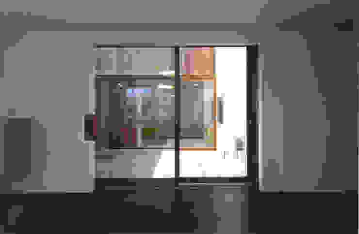 コートハウス モダンな 窓&ドア の ツチヤタケシ建築事務所 モダン