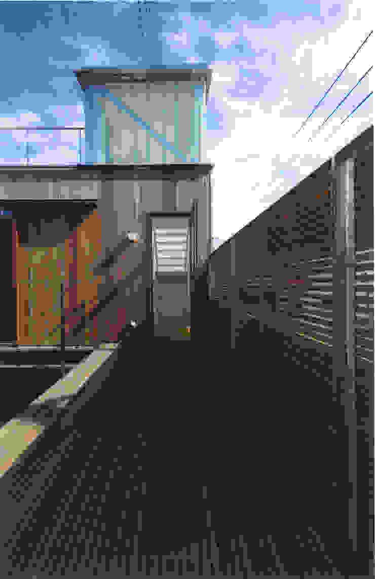 コートハウス モダンデザインの テラス の ツチヤタケシ建築事務所 モダン